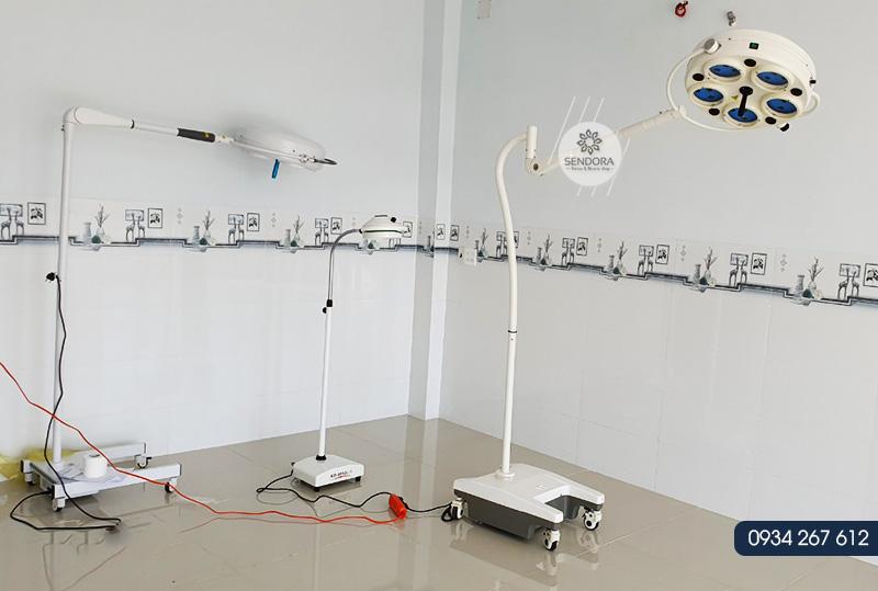 Đèn mổ di động chuyên dùng trong phẫu thuật