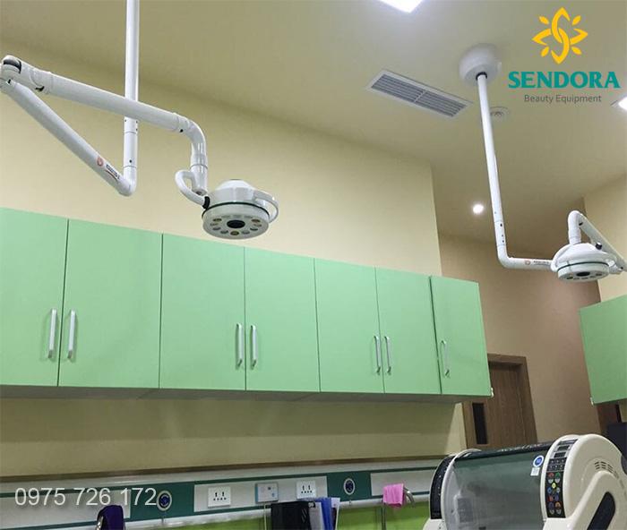 đèn mổ 1 nhánh treo trần thông dụng trong y tế