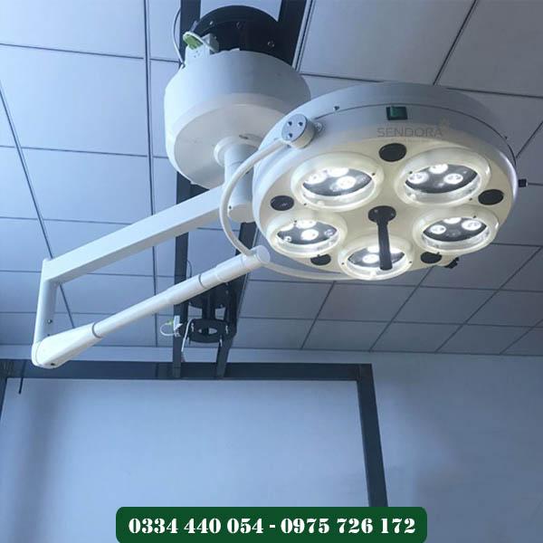 đèn phòng mổ dạng treo tường cho phòng khám