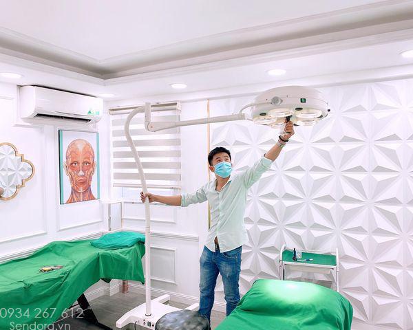 Setup bộ thiết bị cho phòng tiểu phẫu của thẩm mỹ viện