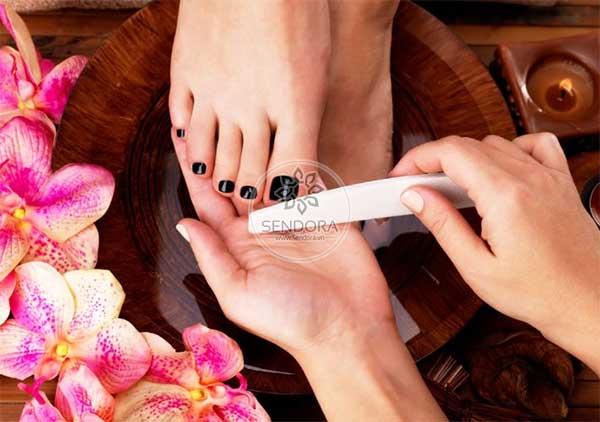 Cần tuyển ít nhất một thợ làm nail tay nghề cao cho một salon nail