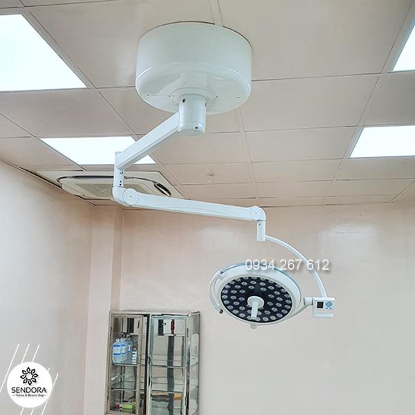 Đèn mổ phẫu thuật treo trần full led 500 không hắt bóng giá bao nhiêu
