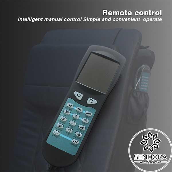 Remote điều khiển từ xa giúp kiểm soát hầu hết hoạt động trên ghế Spa Pedicure cao cấp Hi-MEC mẫu 8