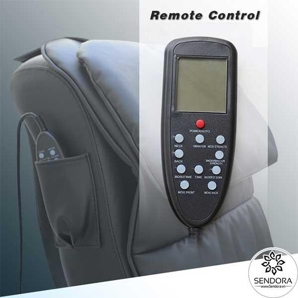 Remote điều khiển kết nối trực tiếp với ghế giúp kiểm soát toàn bộ các chức năng quan trọng của ghế