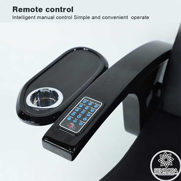 Remote điều khiển từ xa dành cho khách hàng được tích hợp trực tiếp trên tay vịn của ghế nail massage cao cấp Hi-MEC mẫu 1