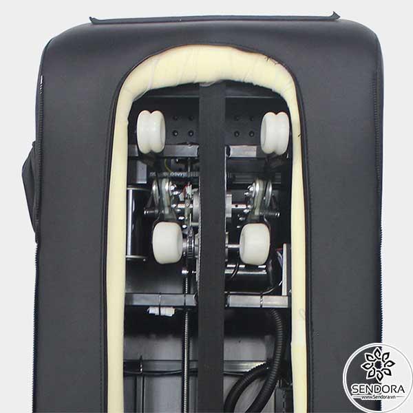 Hệ thống con lăn 3D trên ghế Pedicure cao cấp Hi-MEC mẫu 4 mô phỏng lại chính xác các thao tác day huyệt, ấn huyệt phong cách Nhật Bản Shiatsu